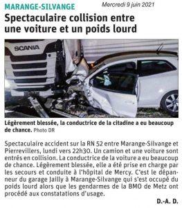 Spectaculaire collision entre une voiture et un poids lourd